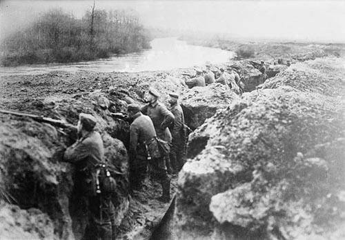 Tranchée allemande dans l'aisne pendant la 2ème bataille del'aisne